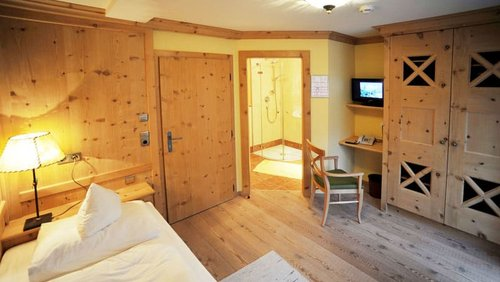 Zirbenholz Einzelzimmer1